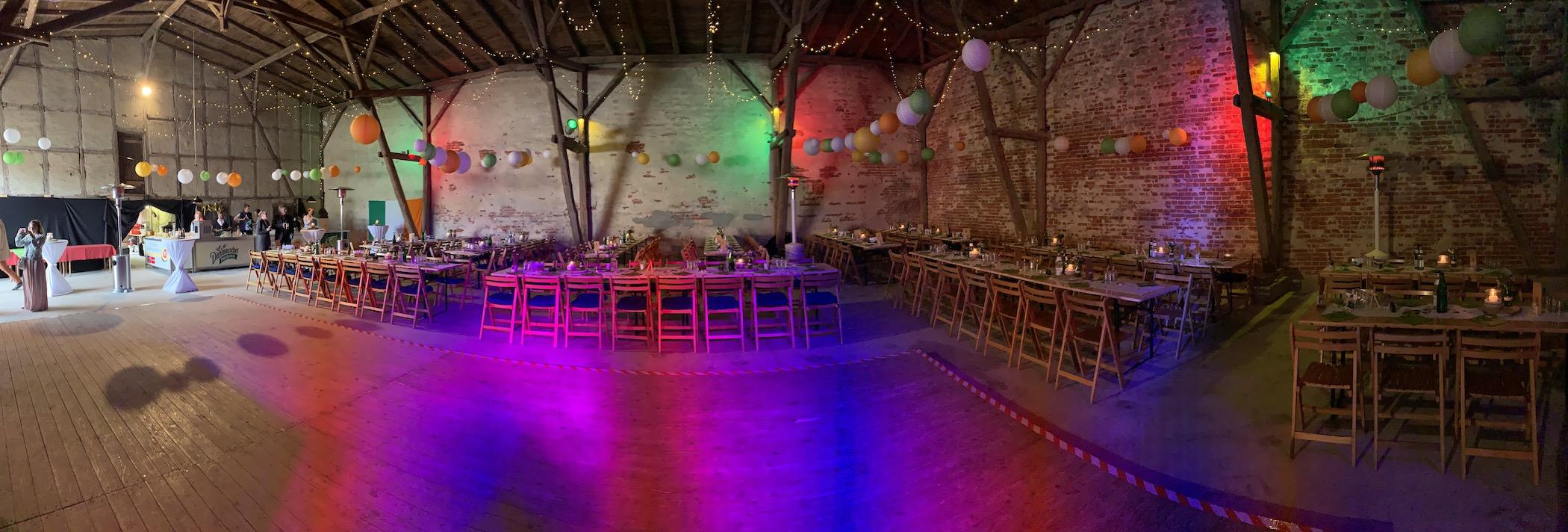 DJ Hochzeit in einer Scheune